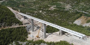 Completed installation of the steel section of the Prapratno viaduct